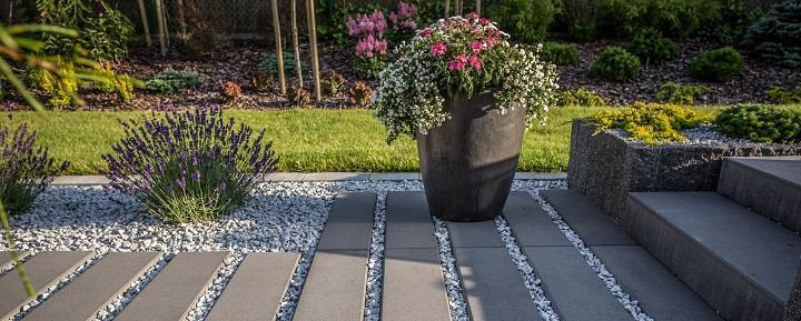Maxima-Lungo-zaprawa-drenazowa Jak ułożyć płyty chodnikowe w ogrodzie?