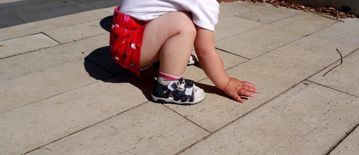 dziecko plyty betonowe