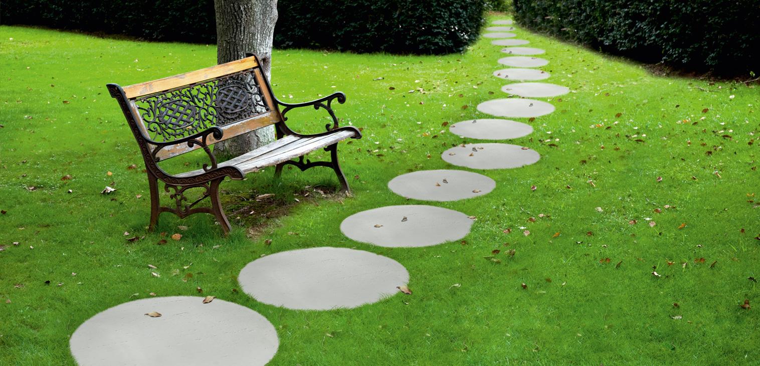 trawertyn-kolo Jak ułożyć płyty chodnikowe w ogrodzie?